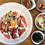 焼肉ダイニング GYUBEI - 【30食限定】ローストビーフ丼ランチ《サラダバー&ライス食べ放題付》 当店こだわりの自家製ローストビーフを豪快に丼に盛り付けたランチセットです。1日30食限定の人気セットですのでお早めにご来店ください!
