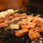 琉美豚の炭火串焼き6種盛り