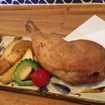 県産若鳥の骨付きもも肉のコンフィとポテトフライ