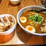 らーめん たけ蔵 - ラーメンチャーシュー丼セット(合わせみそラーメン)