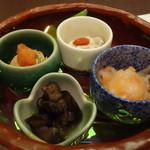 59796790 - 前菜:イカ紅葉和え、菊菜菊花浸し、あん肝、海鼠酢