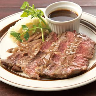 旨みが凝縮された熟成肉のビーフステーキ