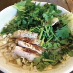 加納食堂 - パクチーもっさり鶏のフォー