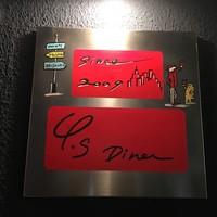 Y's Diner - チャーミングな看板が目印です