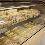 サンドイッチの店3 - 売れ筋系は作り置きですが、テイクアウト組には有難いですよね♪