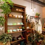 ASADOR DEL PRADO - 【雑貨】 当店では、お客様がご自由に選んで購入できる雑貨スペースを設けております。ランチやカフェタイムを楽しみながら、お気に入りのアイテムが見つかったら、ぜひ手に取ってみてください。