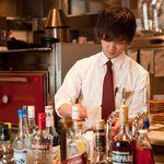 ASADOR DEL PRADO - 【バーテンダー】 アサドールには、バーテンダーが常駐しています。モヒートやサングリアをはじめ、お客様のご要望に合わせたお酒をお作りします。メニューにないカクテルもご用意しますので、お気軽にご相談ください。