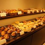 パンやきどころ RIKI - 店内、パンの風景①