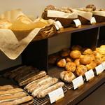 パンやきどころ RIKI - 店内、パンの風景②