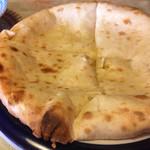 ミスタースパイス - チーズナン。モッツァレラチーズ100%。チーズたっぷりでじゅわじゅわ。