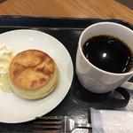 59811460 - ドリップコーヒーとバターミルクビスケットホイップ付き