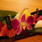 馬焼肉専門店 桜とmomiji - 刺身5種盛り合わせ(1350円)