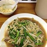 麺麺亭 - 最初にスープ、だいぶ経ってからニラレバ炒め480円が登場