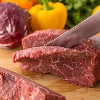アメリカンカジュアルな雰囲気で過ごせる肉とジントニックの店