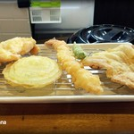 天ぷら れんと - 「バラエティ定食(880円+税)」エビ・鶏ムネ肉・豚肉・玉ネギ・オクラ