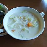 サルーテ - 野菜一杯のクラムチャウダー