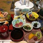 すき焼 小川亭 - 2016/12/8    友とランチでお昼の定食  2700円(コーヒー付き)