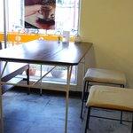 阿部食堂 - テーブル席