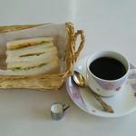 みどり - 料理写真:コーヒー・ホット(370円)モーニング(サンドイッチ)