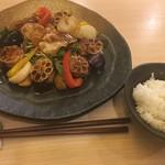 菜々笑 - ふんわり魚と蓮根の黒酢あんかけソース