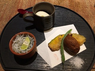 魚匠 銀平本店 - 小鉢、天ぷら…٩( 'ω、' )و