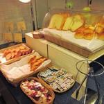 コメドール - 和洋の朝食ビュッフェ。パン。