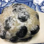 59826450 - 黒豆パン 180円