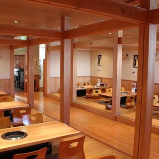 木造で広く落ち着いた店内が◎56名収容可能なお座敷も有り。