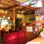 コメダ珈琲店 - 店内は明るい雰囲気