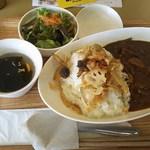 カレーハウス若菜 - 旬野菜カレー(サラダ、スープ付き)税込400円(2016.12.07)
