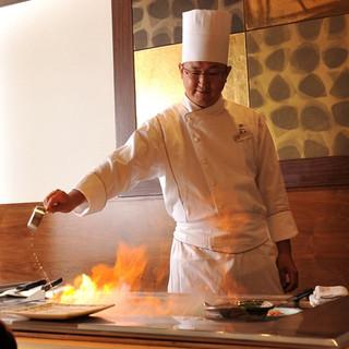 【鉄板焼きコーナー】華やかな炎のエンターテインメント