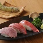 炭火焼肉 七福 - 黒毛和牛特上炙り寿司【三貫】たべくらべ