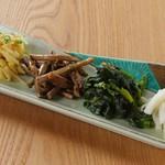 炭火焼肉 七福 - 自家製ナムルの盛り合わせ