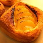 パン工房マルショウ - 洋ナシとカスタードのデニッシュです!