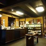 大極殿本舗 - 和菓子売り場店内