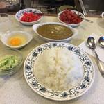 スマトラ - 大盛り+生卵+キャベツサラダ