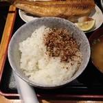 Kaisenizakayaebisuhommaru - ほっけ焼ランチ830円に自家製ふりかけをかける