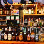 ザ・バー 宮崎 - バーカウンターのビンビールセレクション