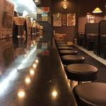 らーめん加茂川 - カウンター席、テーブル席、小上がり席ございます店内です。