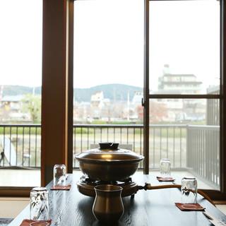 鴨川と高瀬川にはさまれた、京都情緒あふれるロケーション