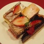 59849343 - 苺フェアのケーキ