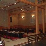 新香園 - 落ち着いた店内。2階テーブル席32席(個室有・10席)/3階座敷席 最大60名(全席掘りごたつ式)