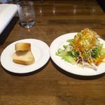 59852821 - 山盛りサラダとパン