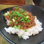 麺や金時 - ピリ辛挽肉のせごはん 250円