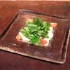 チキンのカルパッチョとハーブサラダ サルサヴェルデソース