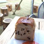 59854862 - 贅沢ぶどう食パン 1/2 259円(税込)