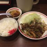 一楽 - 牛スタミナ定食 ¥810-