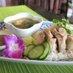 Dee アジアン食材・キッチン - キュウリが普通に切られているのが楽しい