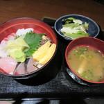 59859618 - 「特選海鮮丼」(¥880)