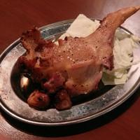 全国養鶏研究所 - 丸亀市の必殺技ともいえる骨付き「親鶏」かまど焼き!歯ごたえと旨味!それしかない!(マジで)